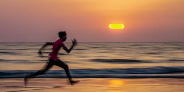 走る 砂浜